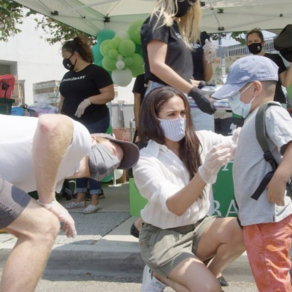 Meghan y Harry aparecieron como voluntarios en una escuela de L.A.