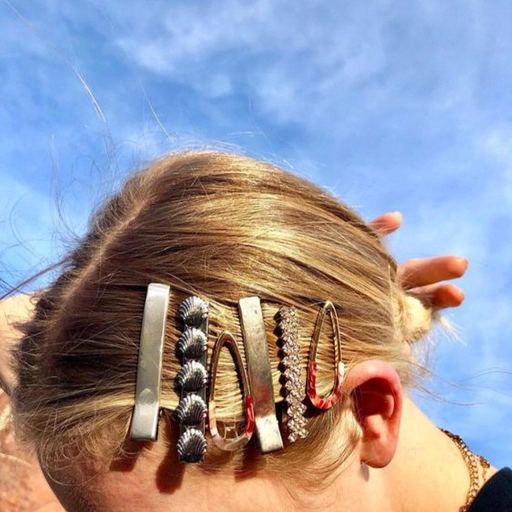 Los accesorios oversized para pelo son un must del otoño