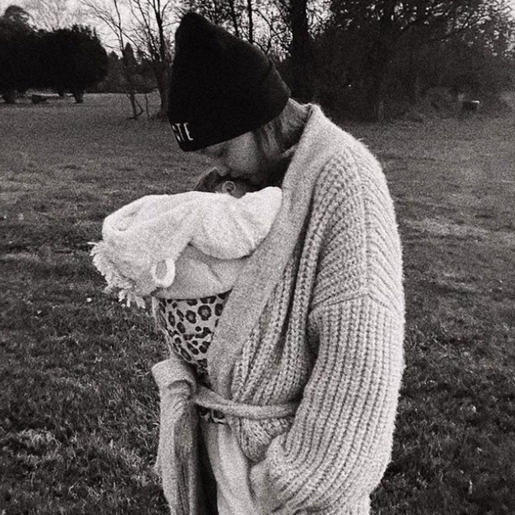 Gigi Hadid publicó fotos con su hija y es lo más cute que verás hoy