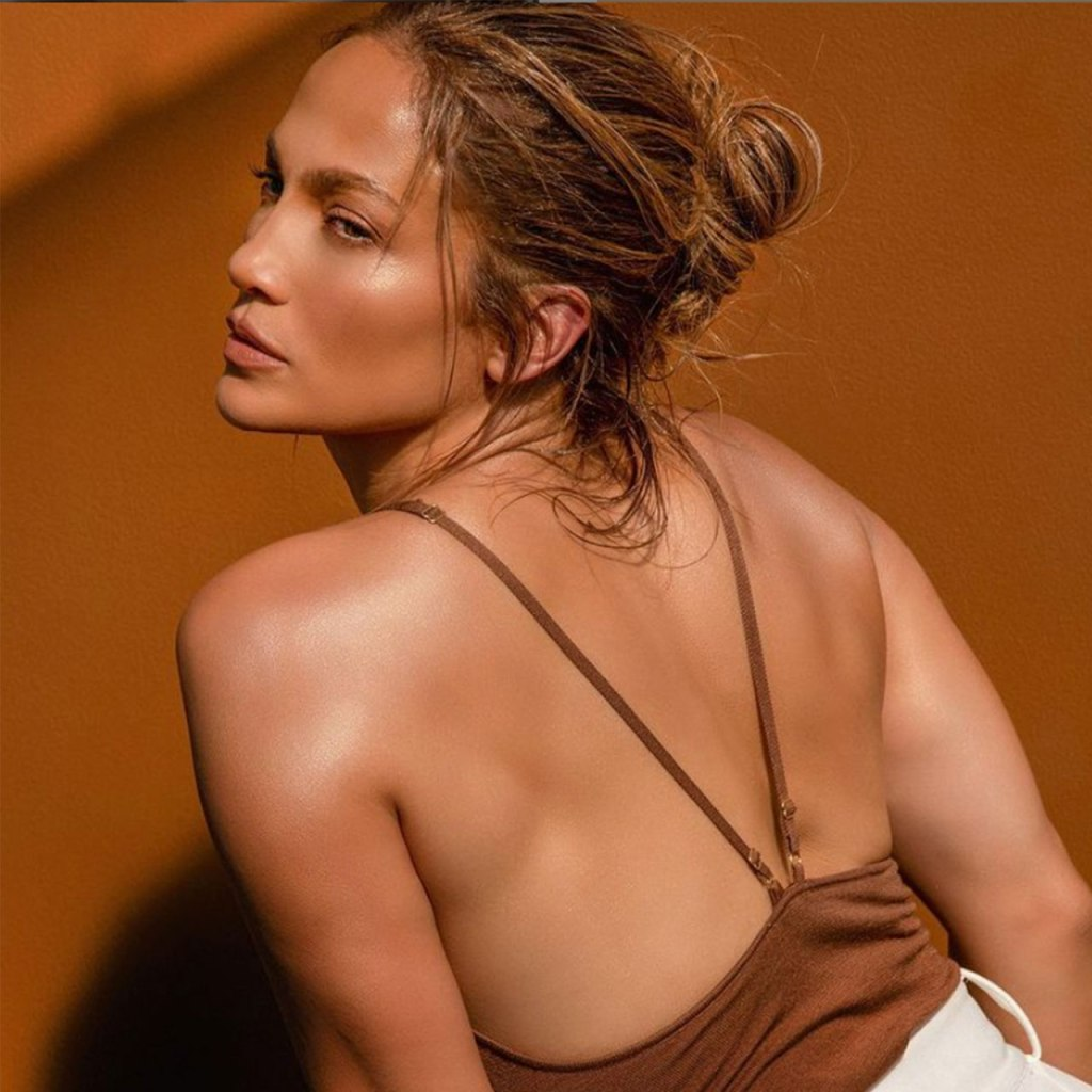 Ya puedes tener la piel de Jennifer López, ¿cómo? con su nueva marca de skincare