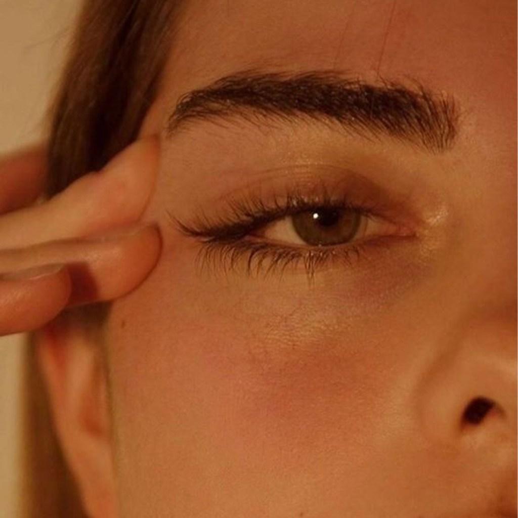 ¿Cómo depilar tus cejas con cera desde casa sin fallar en el intento?
