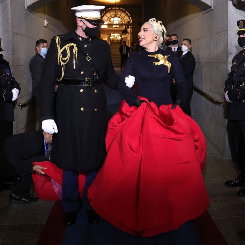 No es solo nosotros, el internet amó el look de inauguración de Lady Gaga
