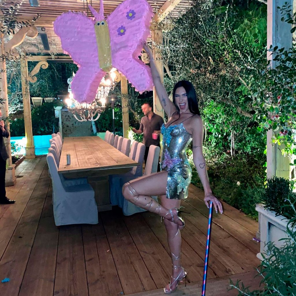 Anwar le hizo una fiesta sorpresa de mariposas a Dua Lipa por su Grammy