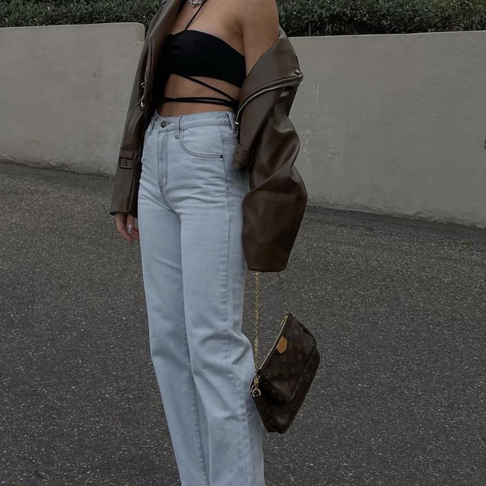 10 tops que necesitas  para sacarle el máximo provecho a tus jeans