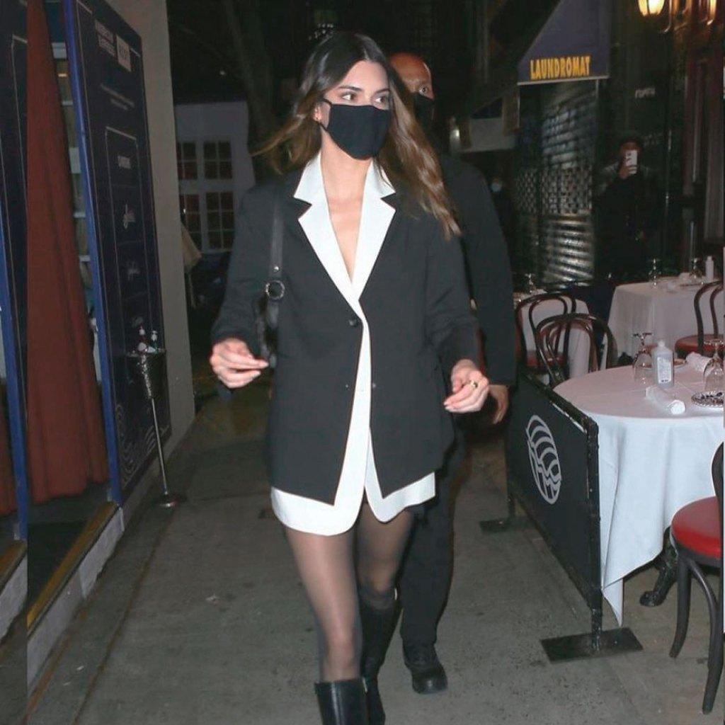 El look effortless chic de Kendall Jenner con un blazer (sin pantalones)