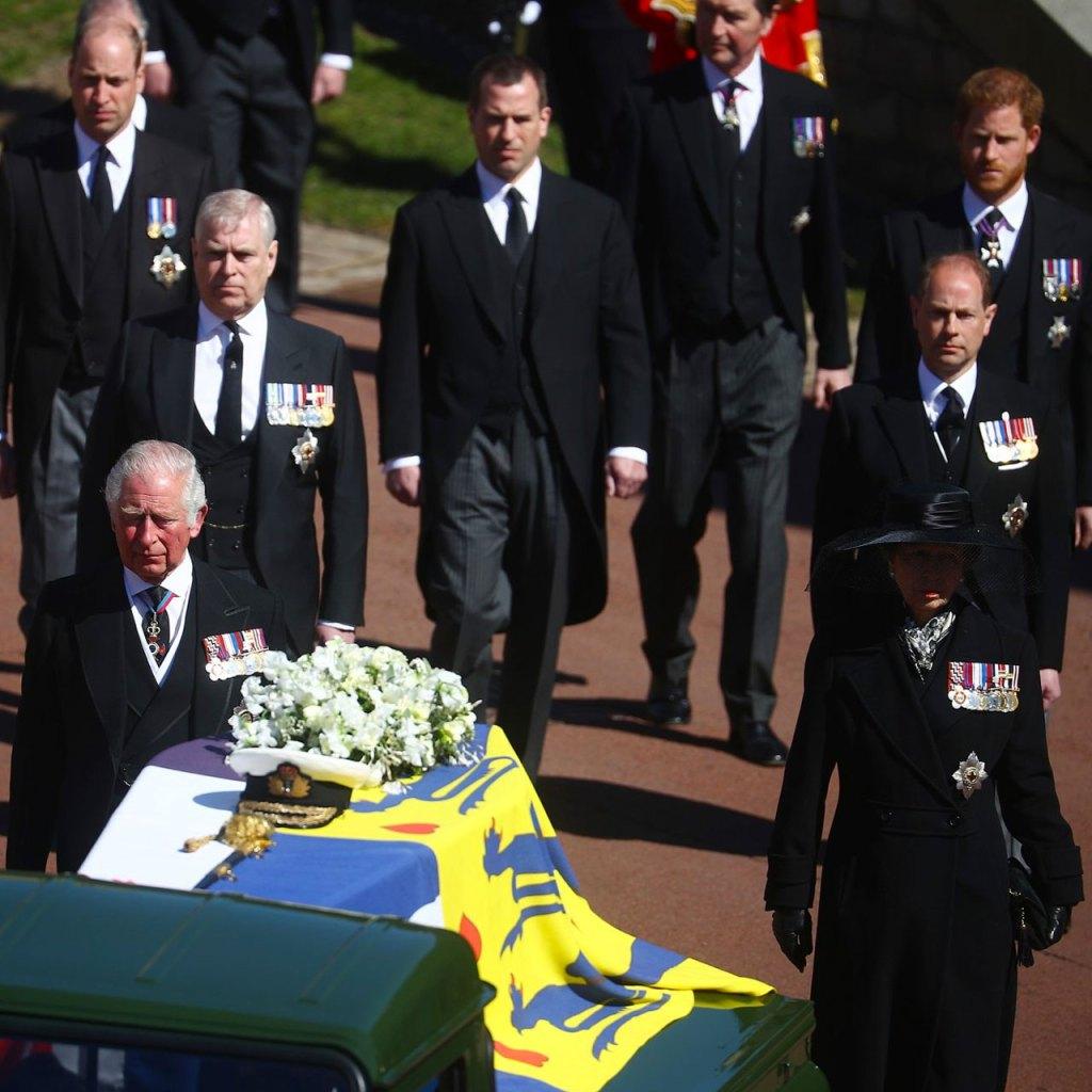El príncipe Harry acaba de reunirse con la familia real en el funeral del príncipe Felipe
