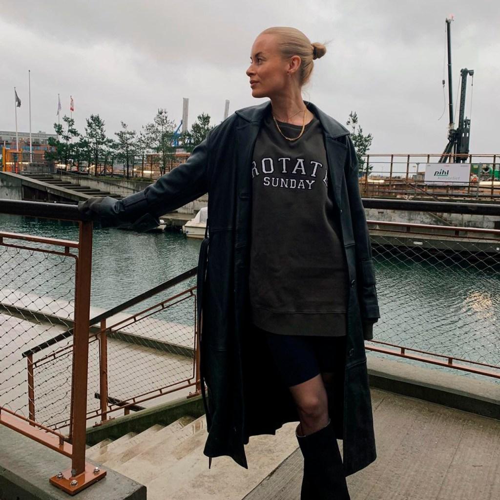 Sweatshirt dress, la trend más cómoda que será tu obsesión de primavera
