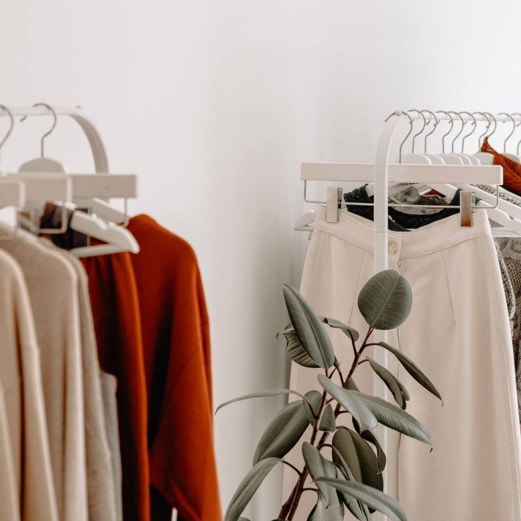 4 razones para usar ropa de segunda mano como experta