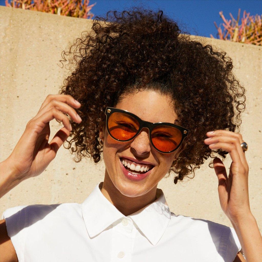 Sunglass Hut cumple 50 años y lo festeja en grande con los lentes más cool