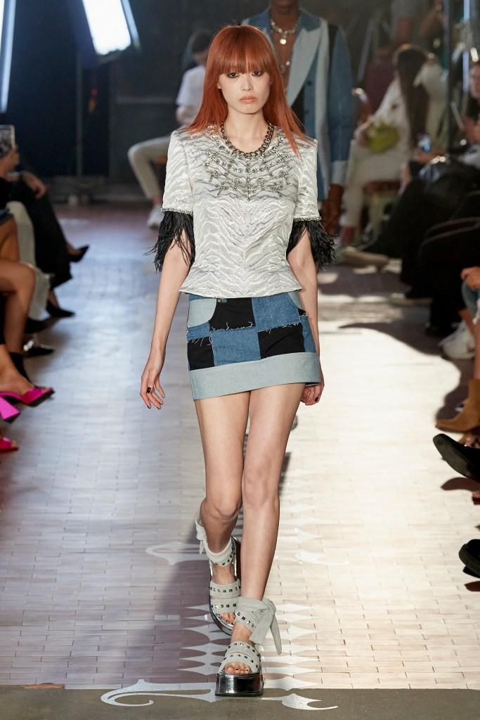 minifalda de mezclilla fashion week