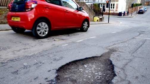 pot holes uk roads insurance claims