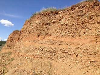 Layers of ancient river bed at Rattlesnake Bar possibly containing gold.