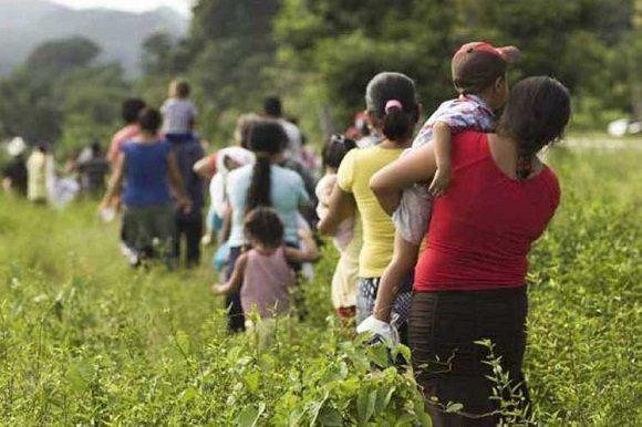 Resultado de imagen para familias huyendo