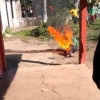 Turba enardecida quema vivo a hombre por violar y matar a niña en Chiapas