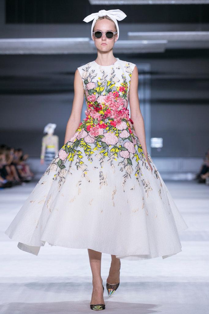 https://i2.wp.com/int.nyt.com/applications/catwalk/images/giambattista-valli/winter-2014-couture/11-jumbo.jpg