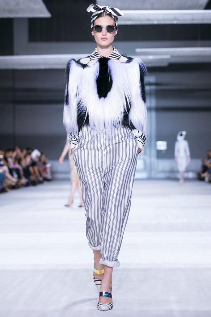 https://i2.wp.com/int.nyt.com/applications/catwalk/images/giambattista-valli/winter-2014-couture/3-jumbo.jpg