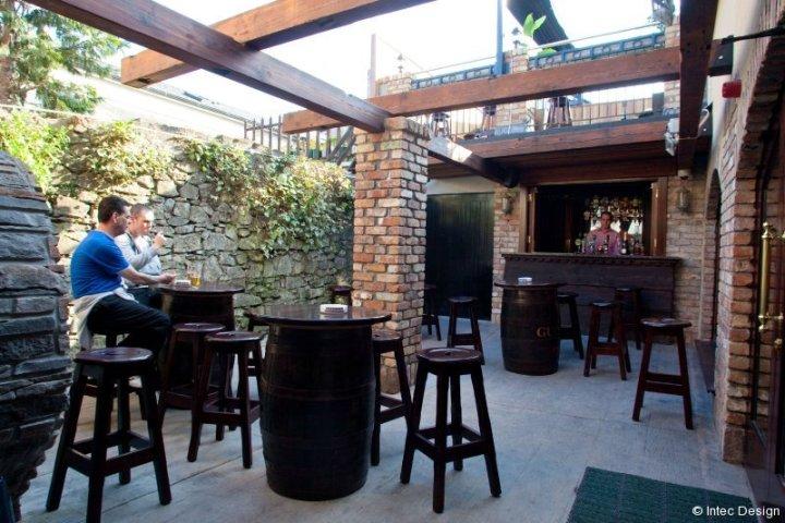 Lynches Bar, Tullamore design