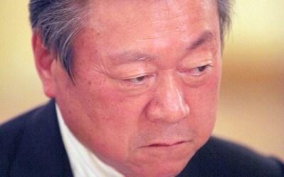 El ministro de ciberseguridad de Japón nunca ha usado un ordenador y no sabe qué es un pendrive