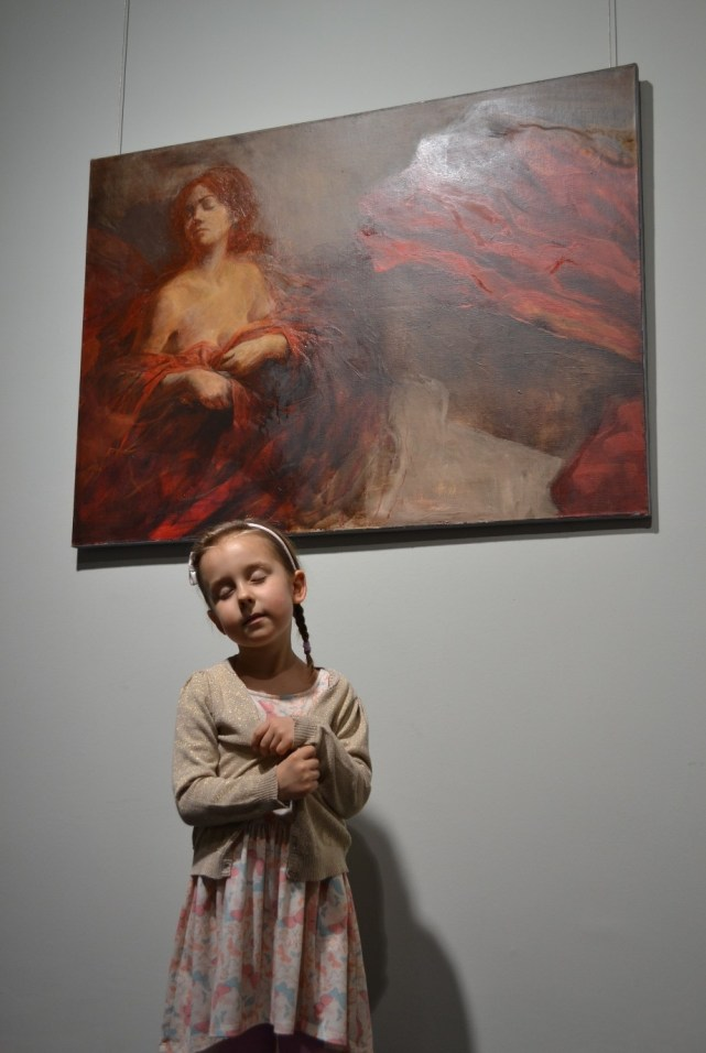 Madzia pozuje do obrazu