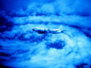 hurricane04-noaa-plane-caroline_21807_600x450