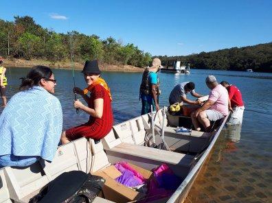 Passeio no lago corumbá IV - a canoa