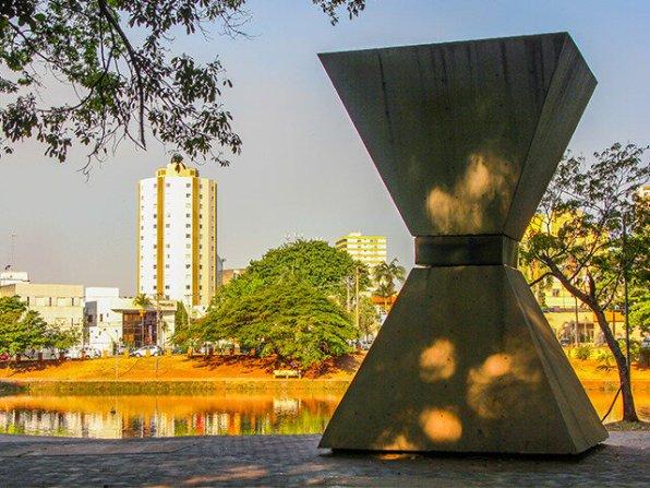 Como aproveitar os parques de Goiânia com as crianças - Bosque dos Buritis - monumento à paz mundial