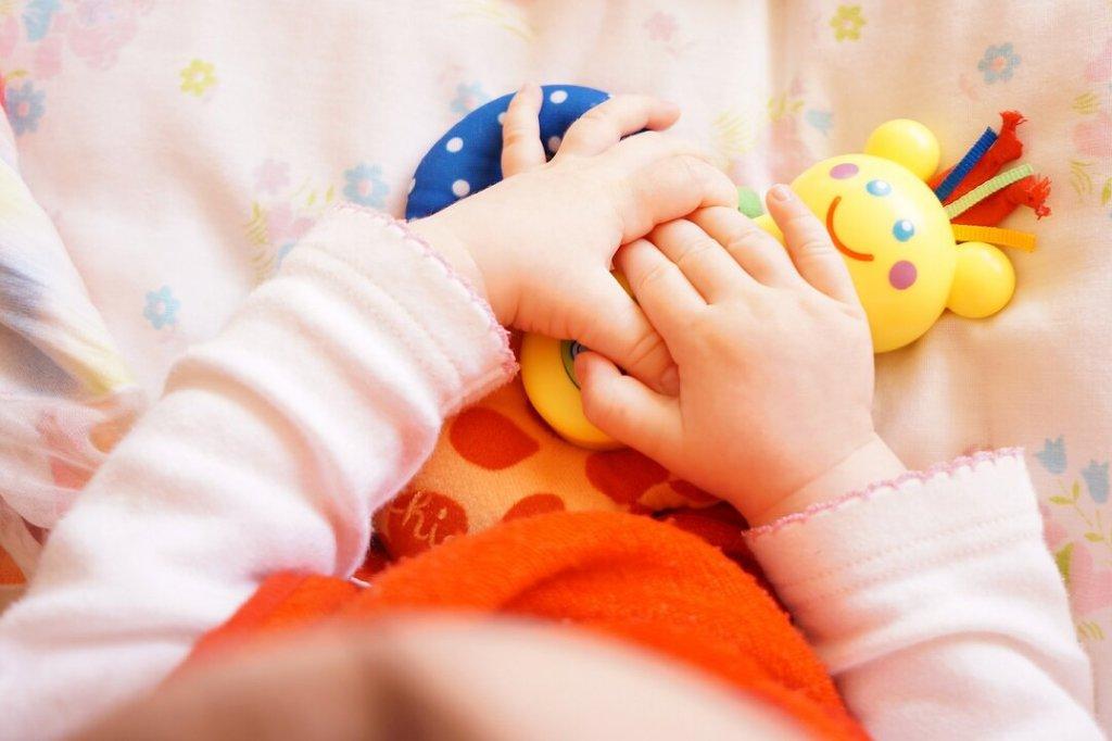 Brinquedos para criança conforme a idade do desenvolvimento dela - primeiros meses