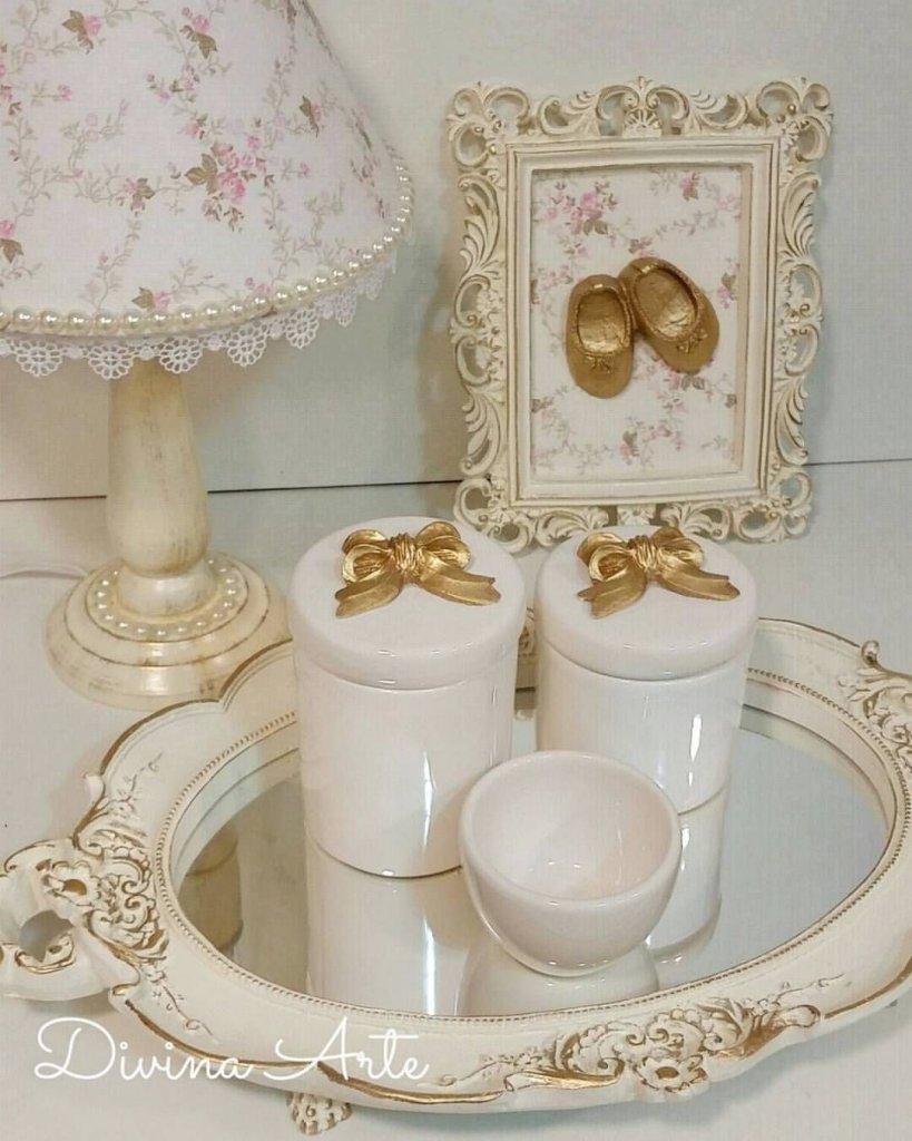Kit-higiene-abajur-e-quadrinho-para-decoração-de-quarto-de-bebê_-ateliedivinarte-kithigiene-req-ateliedivinarte