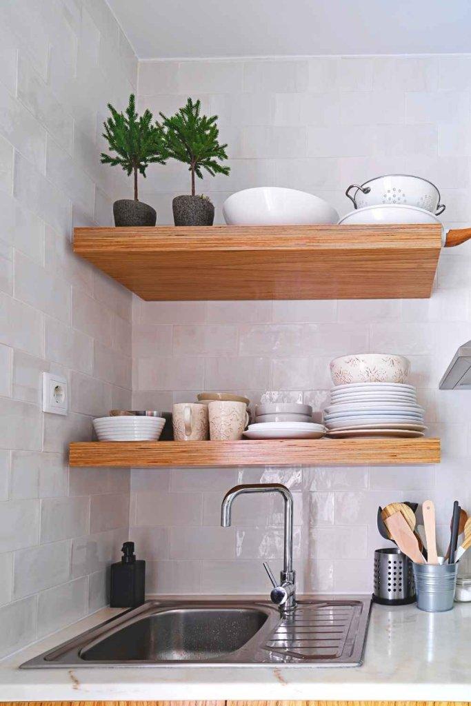 decoração de cozinha com prateleiras 14