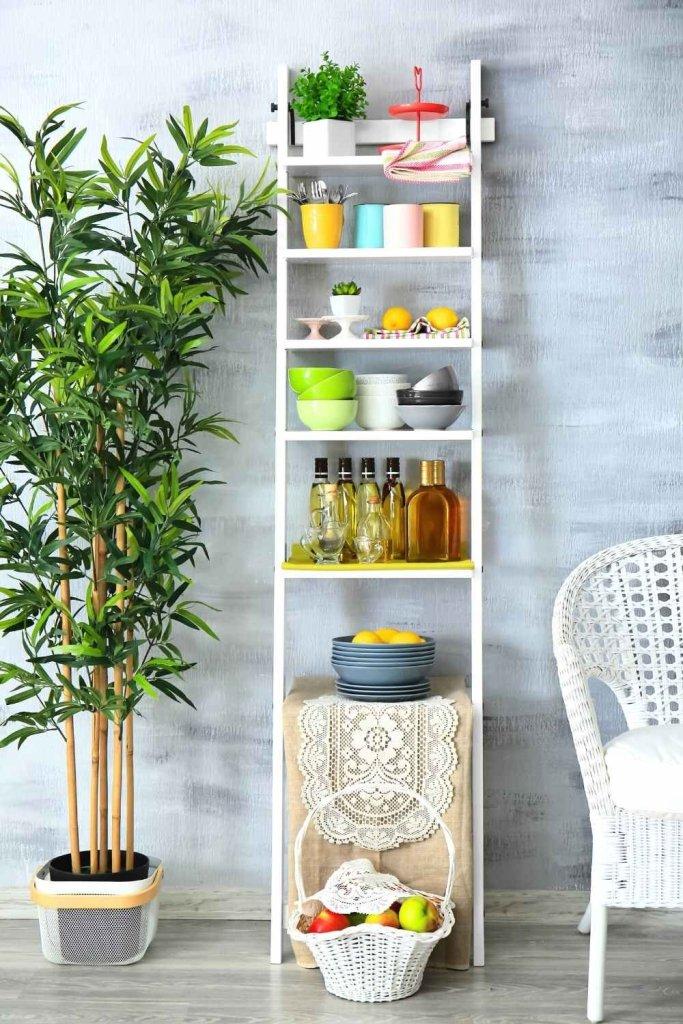 decoração de cozinha com prateleiras 21