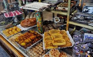 Puesto de comida con dulces