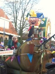 IMG_2433 Carnaval Wijchen 'Is deze wagen niet om te gieren' - Mest