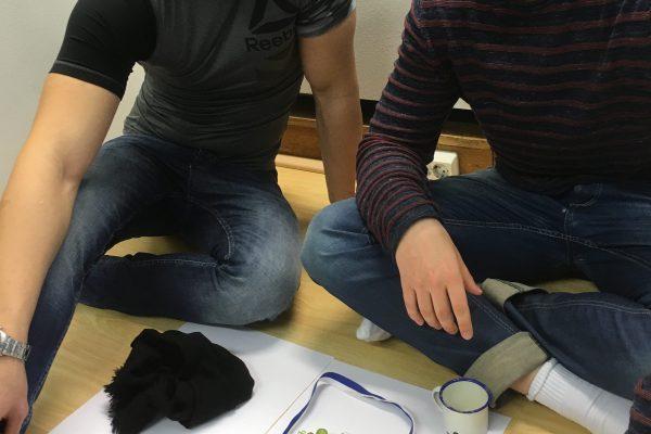 Mustafa och Niko memorerar sitt stilleben.