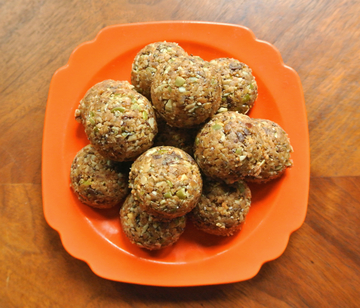 pumpkin-seed-trail-mix-bites-4