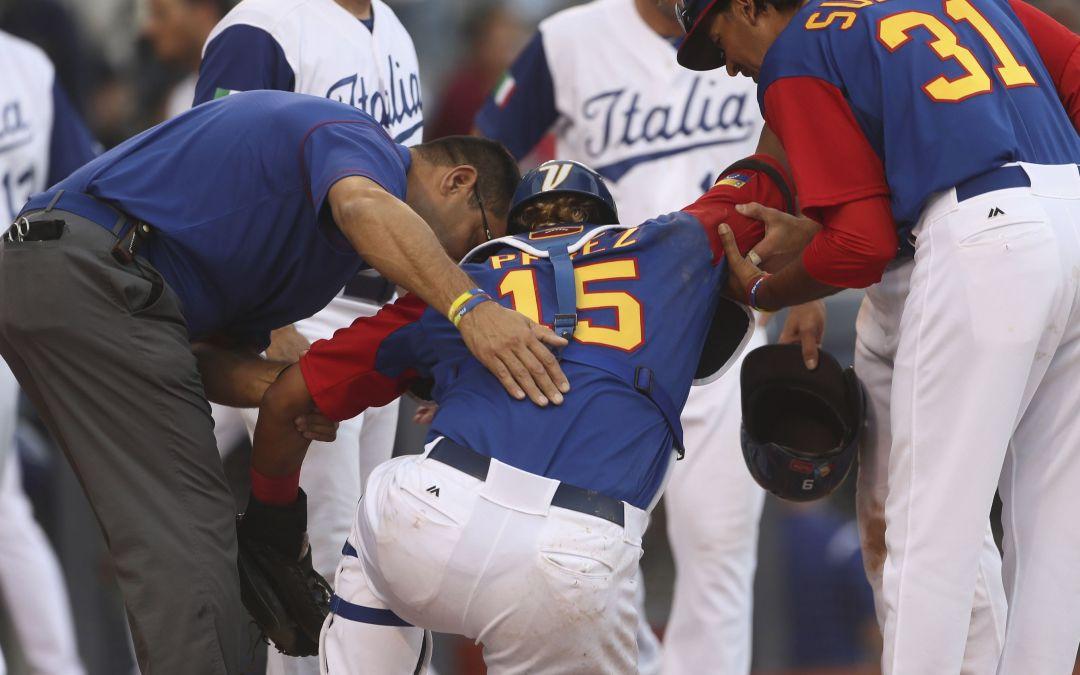 Venezuela's Salvador Perez injures knee in collision, out of World Baseball Classic