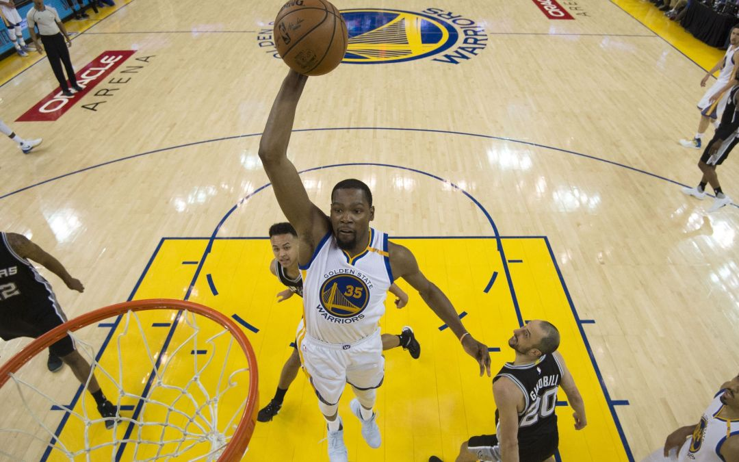 Golden State gets bounces, breaks in Game 1 win