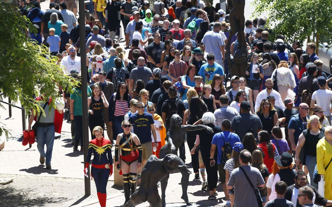 Phoenix Comicon 2017 bans all costume weapon props after man's arrest; refunds offered