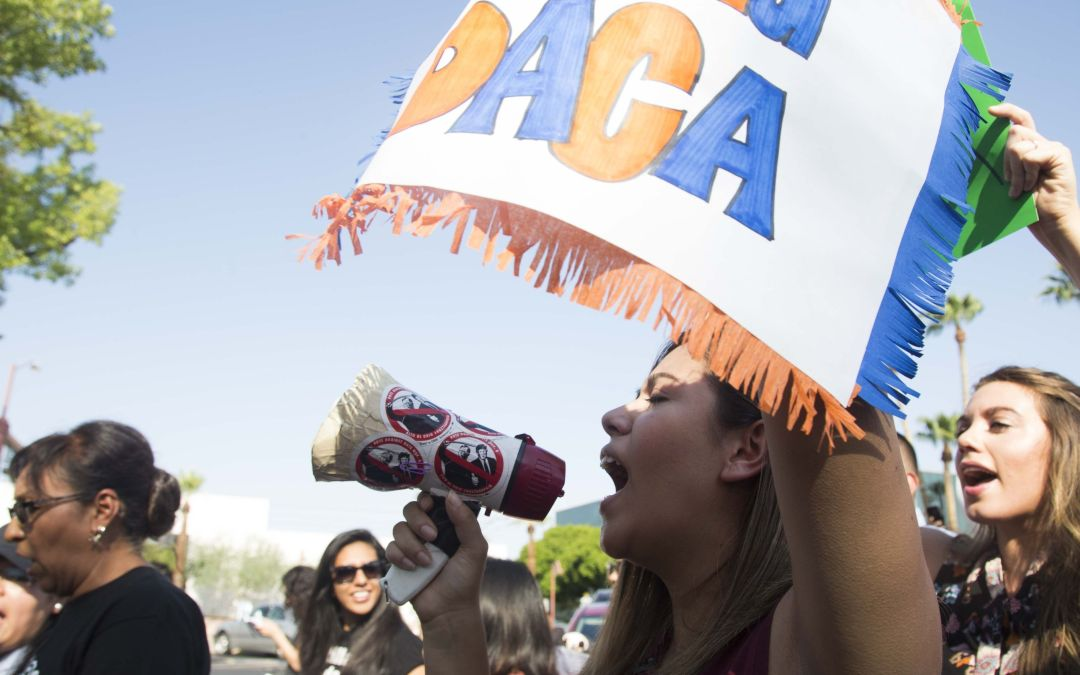Federal government begins accepting DACA renewals following court order