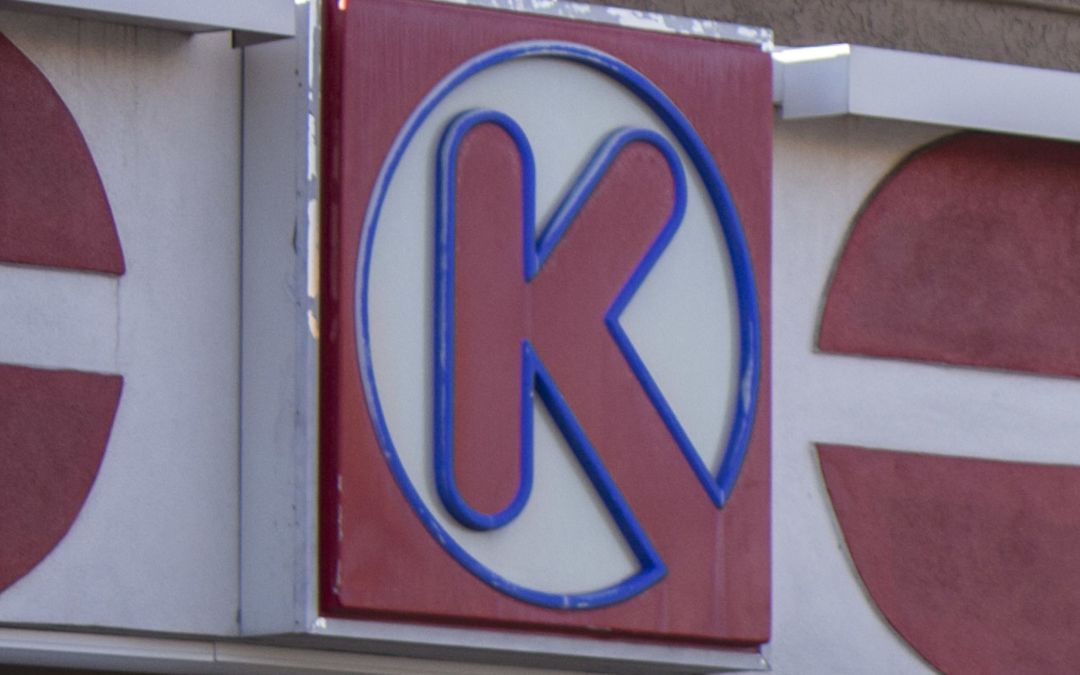 Suspect arrested in fatal stabbing at Circle K in Phoenix
