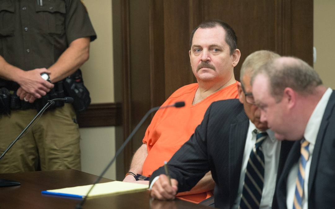 Man refuses to return to court after slashing neck during murder trial
