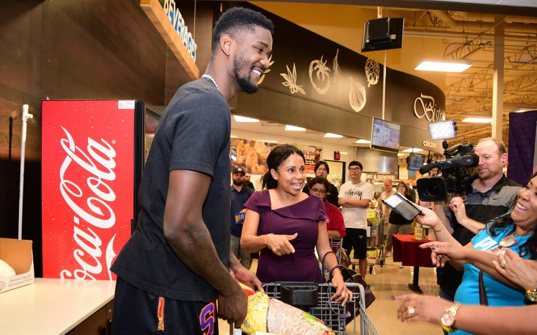 Phoenix Suns Deandre Ayton hosts donation drive for Dorian relief efforts