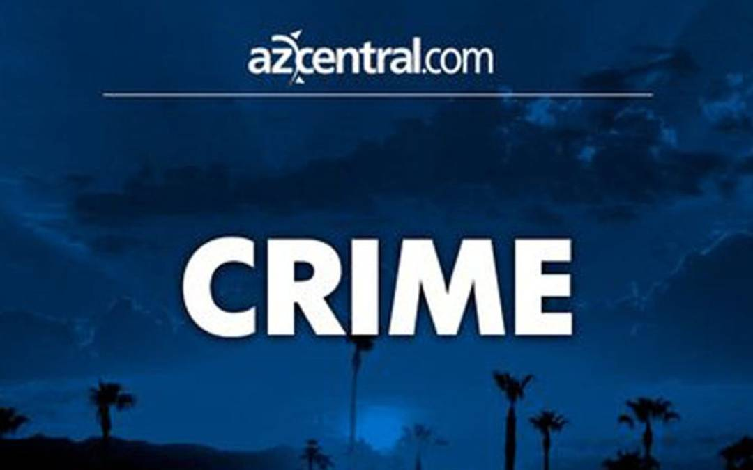 Man takes 17-year-old driver's car at knifepoint at Phoenix school