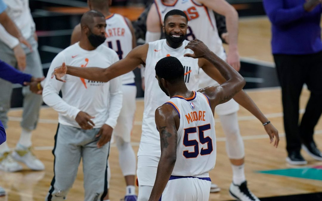 Suns win thriller over Spurs, but Jazz land top seed after win at Kings