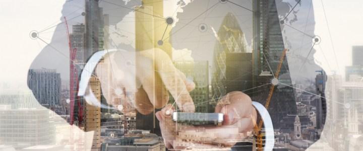 Hombre-control-empresa-construcción-móvil