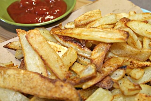 Baked Homestyle Fries easy recipe. How to bake cut potatoes so them come out like deep fried french fries. Baked French Fries easy recipe. #bakedfries #potatorecipe #sidedish