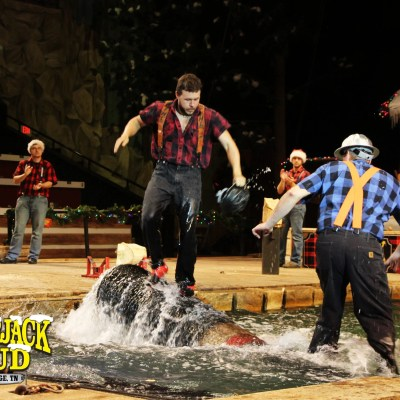 Lumberjack Feud Dinner Show at Pigeon Forge Tennessee Review