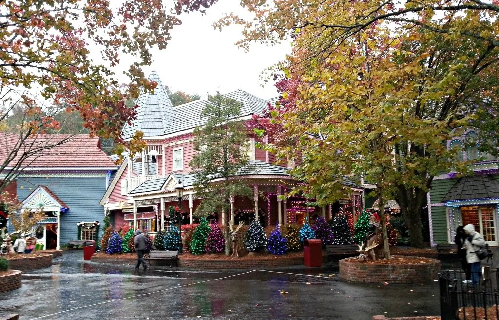 Dollywood cold, wet and just beautiful all dressed up for Christmas.It looks like a Hallmark movie set