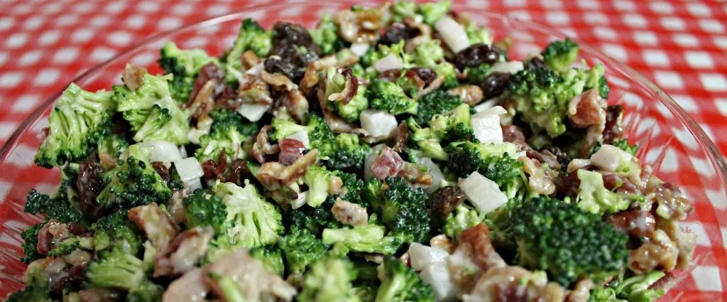 Broccoli Bacon & Raisin Salad.5 easy ingredients.Recipe at www.intelligentdomestications.com