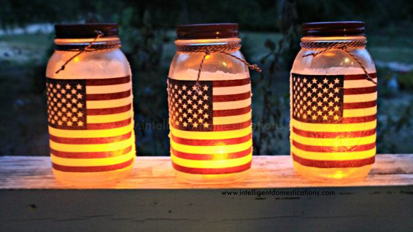 How to make Mason Jar Patriotic Luminaries. DIY Patriotic Flag Outdoor Candle Holders. Modpodge Project. #diy #Patrioticcraft #modpodge #masonjarcraft