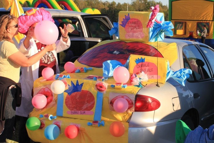 Double Bubble Bubble gum Trunk or Treat Decor idea.21 Clever Trunk or Treat Ideas.21 Clever Trunk or Treat Ideas. Trunk or Treat design ideas. Trunk or Treat